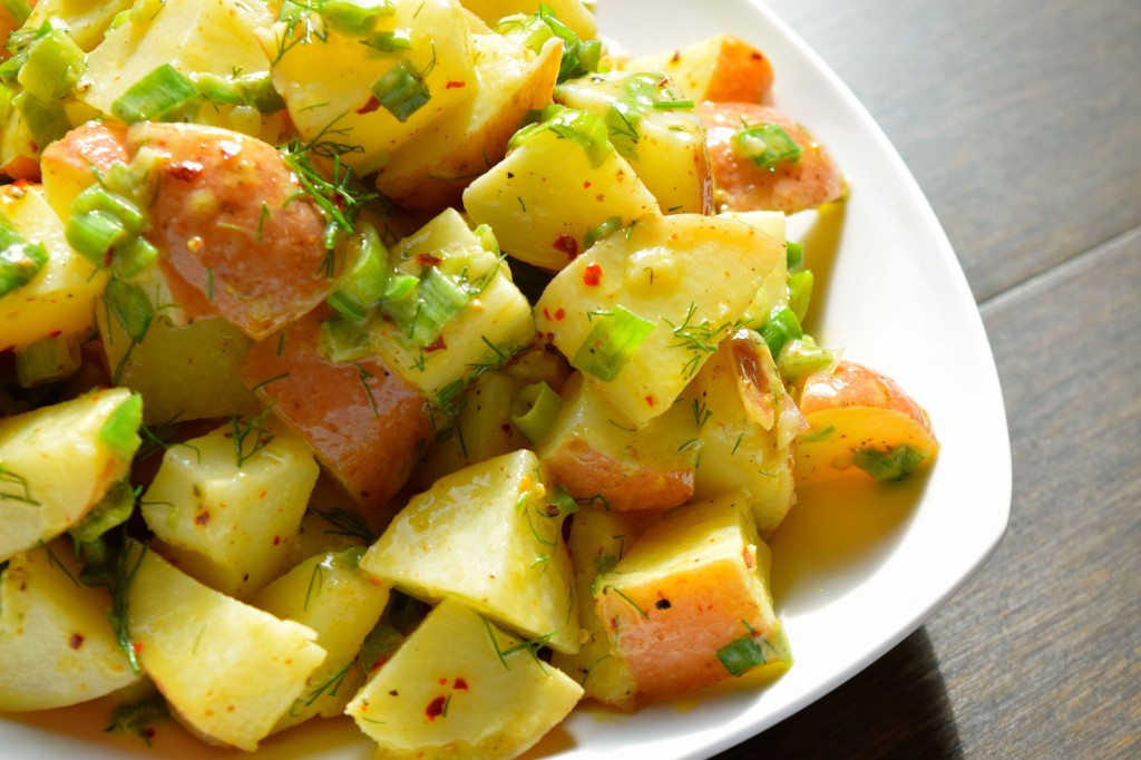Red Skin Potato Salad | http://homemaderecipes.com/course/vegetables-sides/15-potato-side-dishes/
